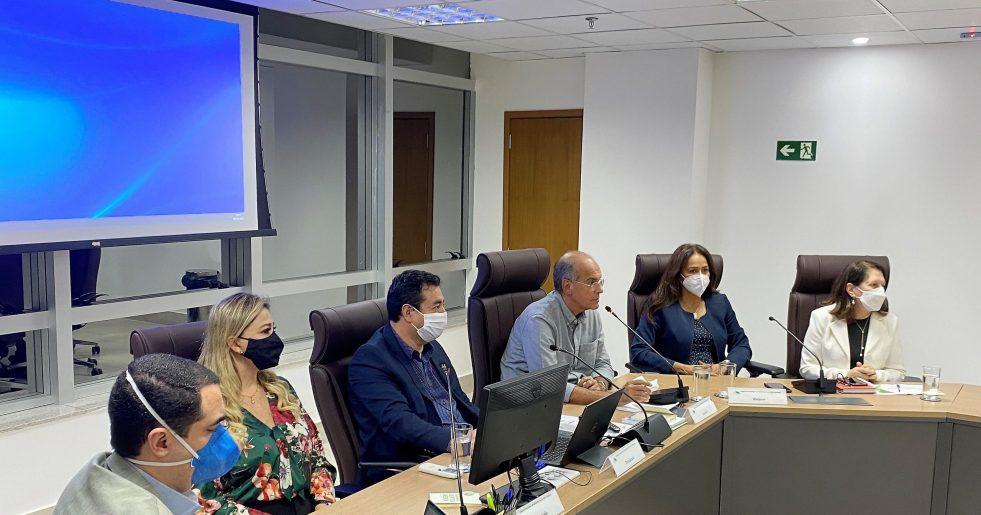 Aplica pena disciplinar de suspensão do exercício profissional por 30 (trinta) dias ao médico dr. Gilberto Junio Alves dos Reis